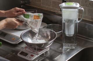 おうち時間のおやつは東レのお水を使って♪の写真・画像素材[4646864]