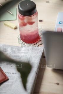リモートワークの休憩は特製マイボトルフルーツ入りシソドリンク♪の写真・画像素材[4770114]