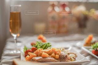 チキンソテーオレンジソース🍊お肉もジューシーでオレンジソースがまた美味💕💕💕の写真・画像素材[4840529]