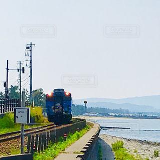 海沿いを走る電車の写真・画像素材[2333210]