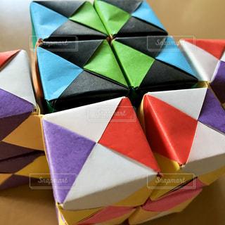 キューブを組み合わせた動く折り紙の写真・画像素材[3162427]