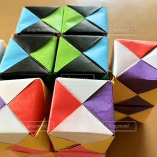たくさんのキューブ折り紙の写真・画像素材[3162424]