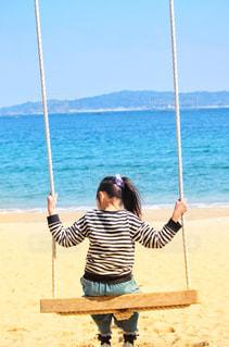 海とブランコの写真・画像素材[2332658]