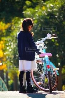 女の子と自転車の写真・画像素材[2530791]