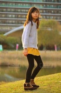 ショートブーツを履いた女の子の写真・画像素材[2731499]