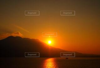 朝日と桜島の写真・画像素材[2986465]