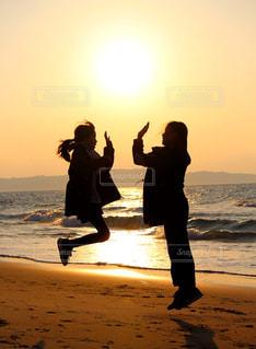 仲良し姉妹の写真・画像素材[3023861]