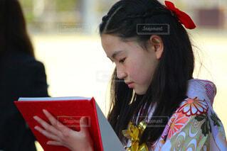 卒業式の女の子の写真・画像素材[4265711]