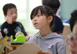 教室での女の子の写真・画像素材[4631075]