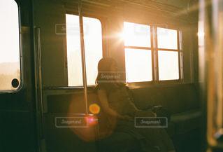 女性,空,屋内,太陽,電車,窓,光,人