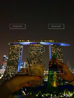 夜景,夜空,お酒,綺麗,旅,シンガポール,グラス,乾杯,ドリンク,BAR,マリーナベイサンズ,天空,おしゃれ