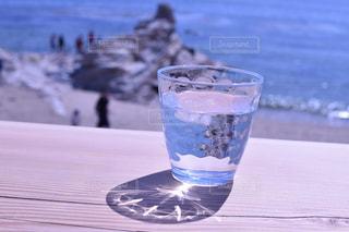 コーヒー1杯と水1杯の写真・画像素材[2328967]
