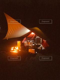 夜のテントの写真・画像素材[2367280]