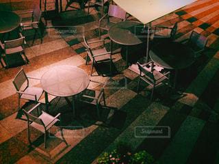 ダイニングルームのテーブルの写真・画像素材[2812640]