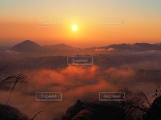 雲海と日の出の写真・画像素材[2875869]