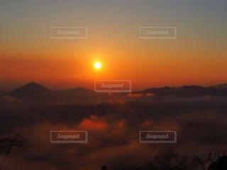 朝日と雲海の写真・画像素材[2875873]