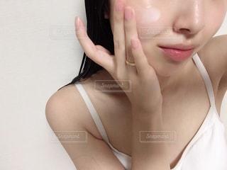 お風呂上がりの肌ケアの写真・画像素材[2328994]