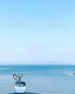 水の体の小さなボートの写真・画像素材[1314745]