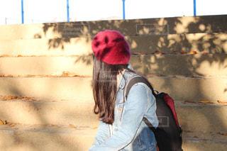 赤い帽子をかぶった人の写真・画像素材[2314999]