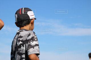 帽子をかぶった男の子の写真・画像素材[3033036]