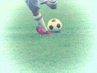フットボールボールを持っている少年の写真・画像素材[4195598]