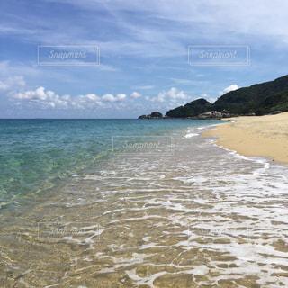夏の海、青い空、砂浜の写真・画像素材[2333458]