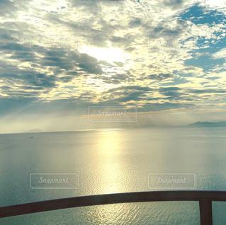 大きな水域の眺めの写真・画像素材[2418723]
