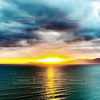 海辺の日の出の写真・画像素材[3573323]
