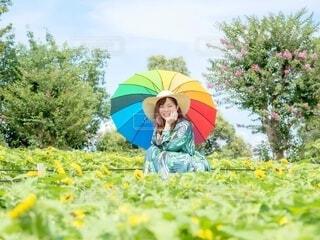 麦わらカラフル女子の写真・画像素材[4796807]