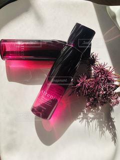 ピンクの花の瓶の写真・画像素材[2552958]