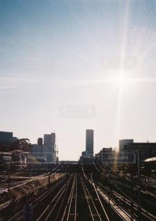 空,屋外,太陽,電車,青空,線路,光,タワー,旅行,日中