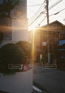 空,建物,屋外,太陽,夕焼け,光,レトロ,家,フィルム,ノスタルジック,フィルムカメラ,フォトジェニック