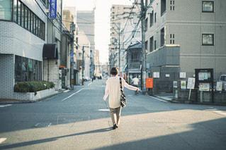街の通りを歩く人の写真・画像素材[2729224]
