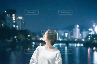 水の中に立っている人の写真・画像素材[2770882]