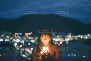 赤信号を差し控える人の写真・画像素材[2796091]