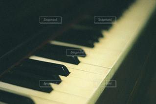ピアノのキーボードをクローズアップするの写真・画像素材[2862118]