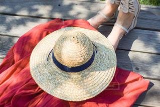 赤い帽子をかぶった人の写真・画像素材[2873856]