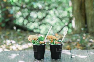 木に花の花瓶の写真・画像素材[3107889]