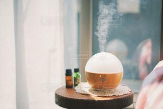 テーブルの上に座っている花瓶の写真・画像素材[3170765]