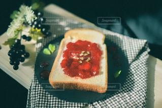 食べ物をテーブルの上に閉じるの写真・画像素材[3209772]
