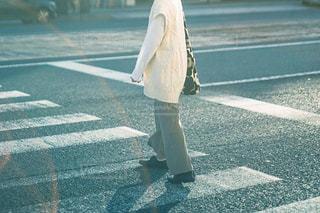 道を歩いている人の写真・画像素材[3249127]