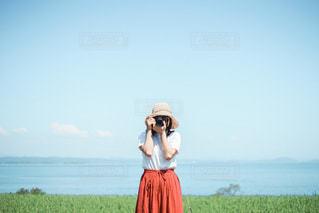 携帯電話で話している人の写真・画像素材[3378749]