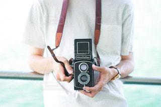 カメラを持っている男の写真・画像素材[3378769]