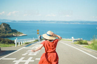 道を歩いている人の写真・画像素材[3436572]