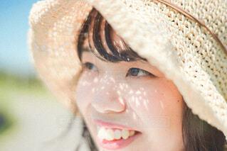 帽子をかぶった人のクローズアップの写真・画像素材[3617055]