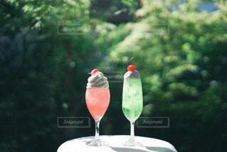 ワイングラス付きのテーブルの写真・画像素材[3842129]