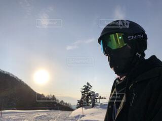空,屋外,朝日,人,正月,スキー,ゴーグル,お正月,日の出,ヘルメット,新年,スノーボード,初日の出