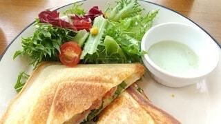 食べ物,食事,フード,テーブル,果物,野菜,皿,サラダ,サンドイッチ,ファストフード,飲食