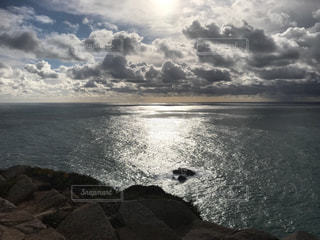 水域の上空の雲の写真・画像素材[2370815]