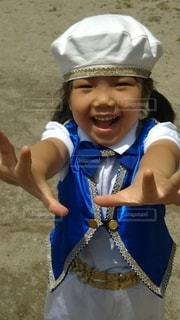 帽子をかぶった小さな子の写真・画像素材[2349733]